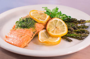 Nick's Picks: Salmon With Asparagus